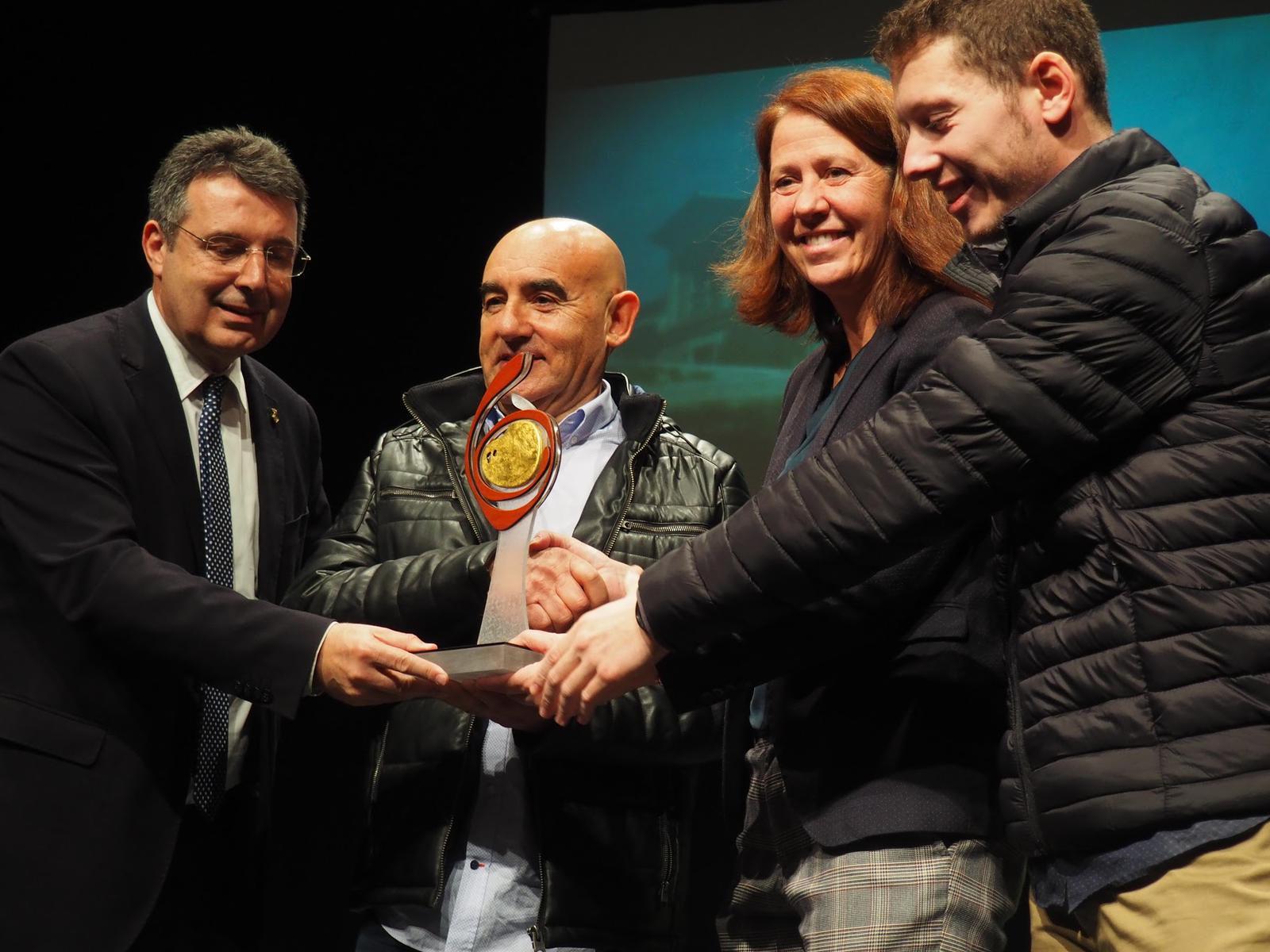 Jaume Junyent rebent el premi al Millor Xuixo del Món | Cedida