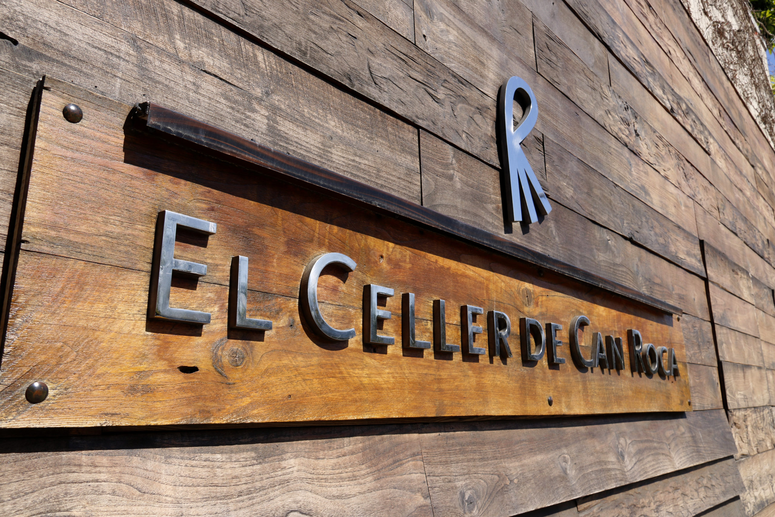 El cartell del restaurant El Celler de Can Roca | ACN
