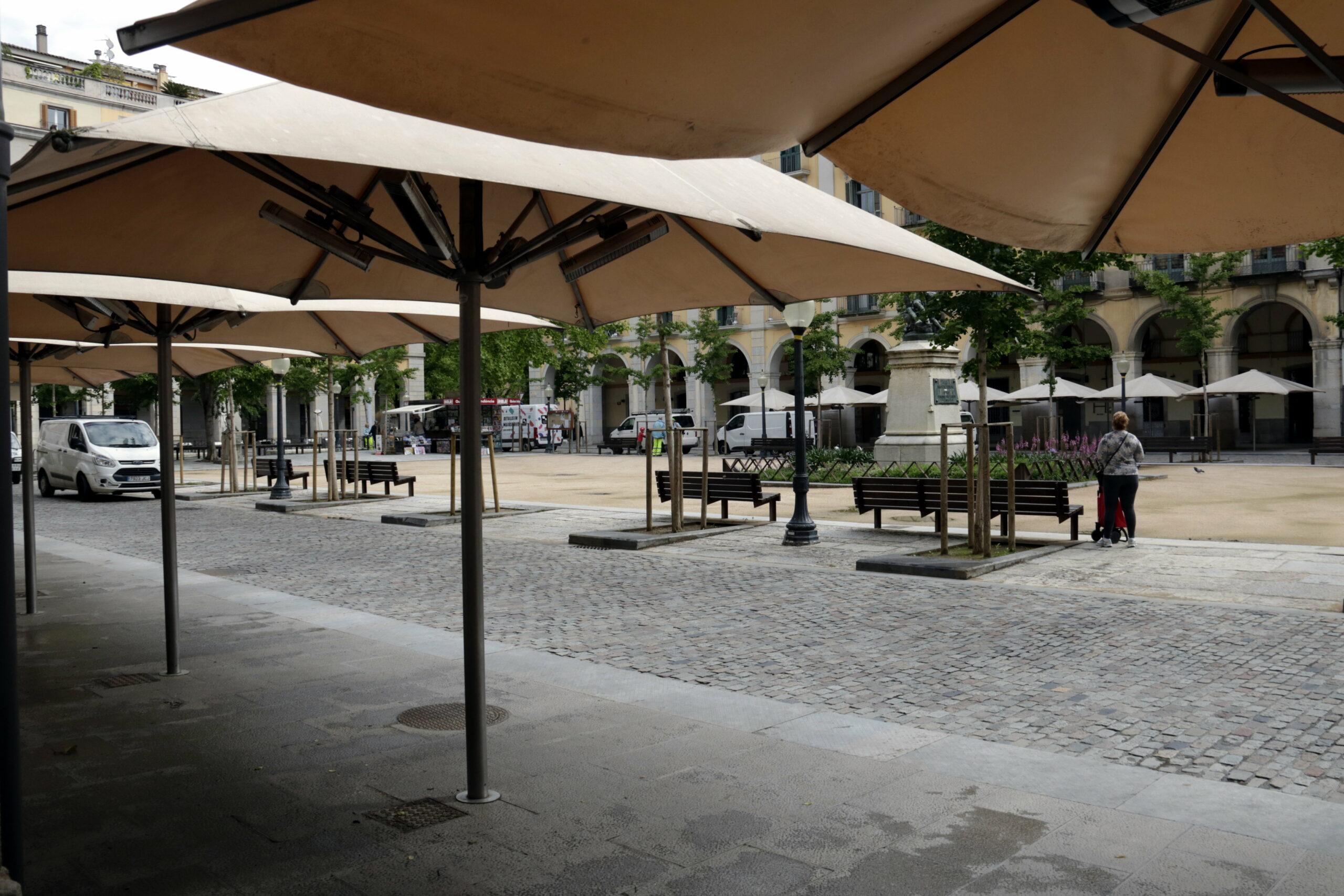 La plaça Independència de Girona, amb els restaurants i les terrasses tancades | ACN