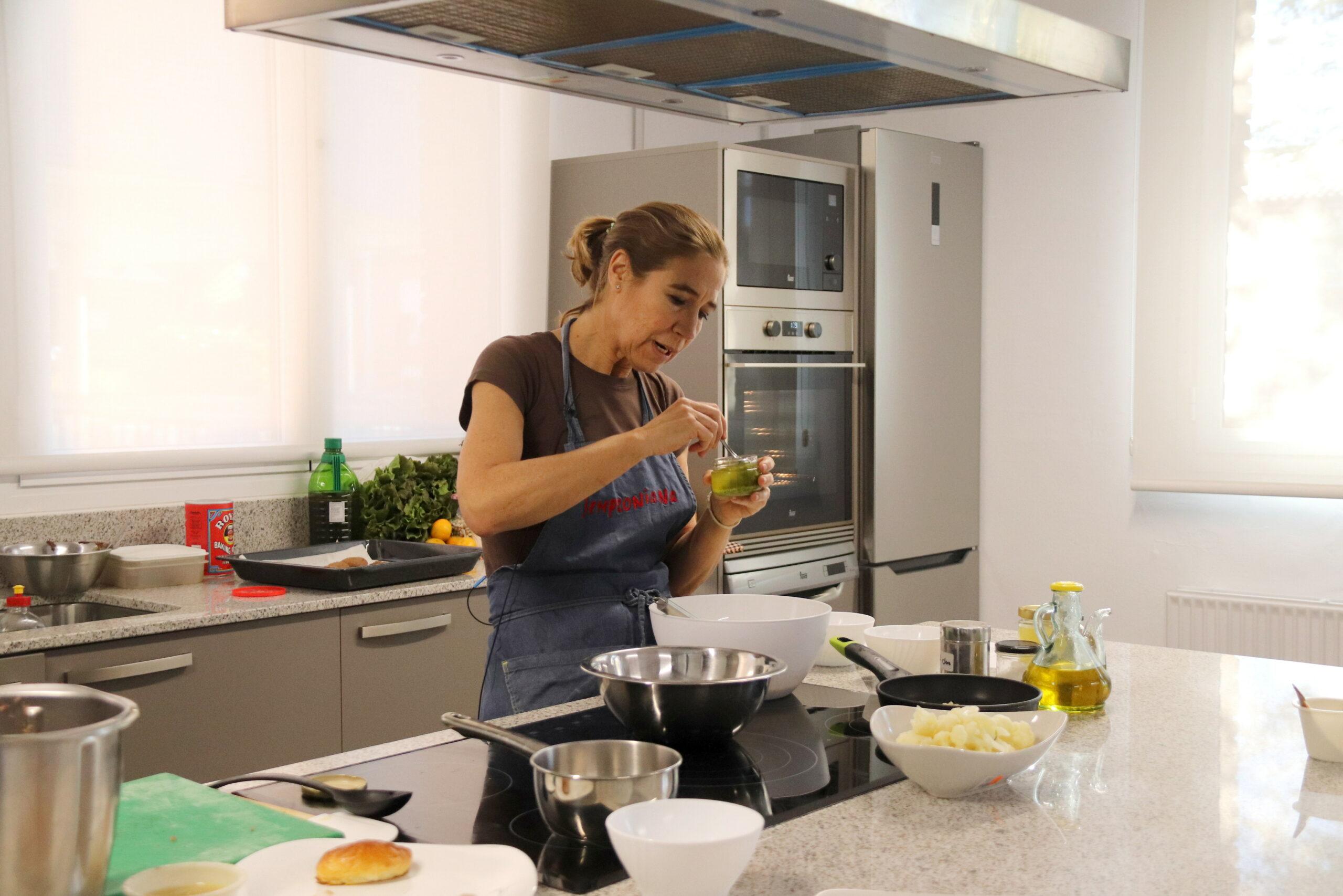 La cuinera Ada Parellada, en un dels 'showcookings' de 'Tastets de Fira' de Riudoms   ACN