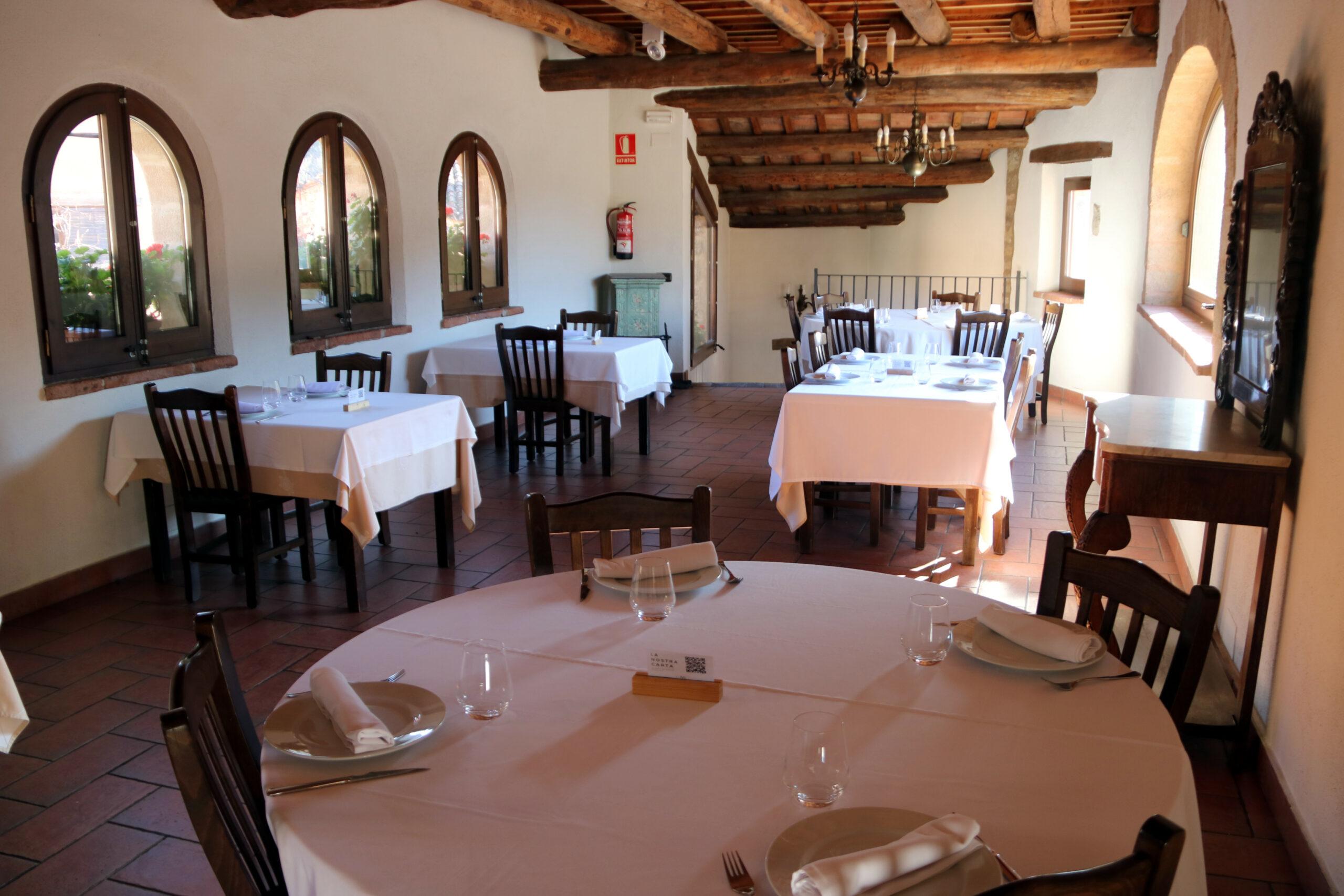 L'interior del restaurant de Cal Carter, a Mura (Bages)   ACN