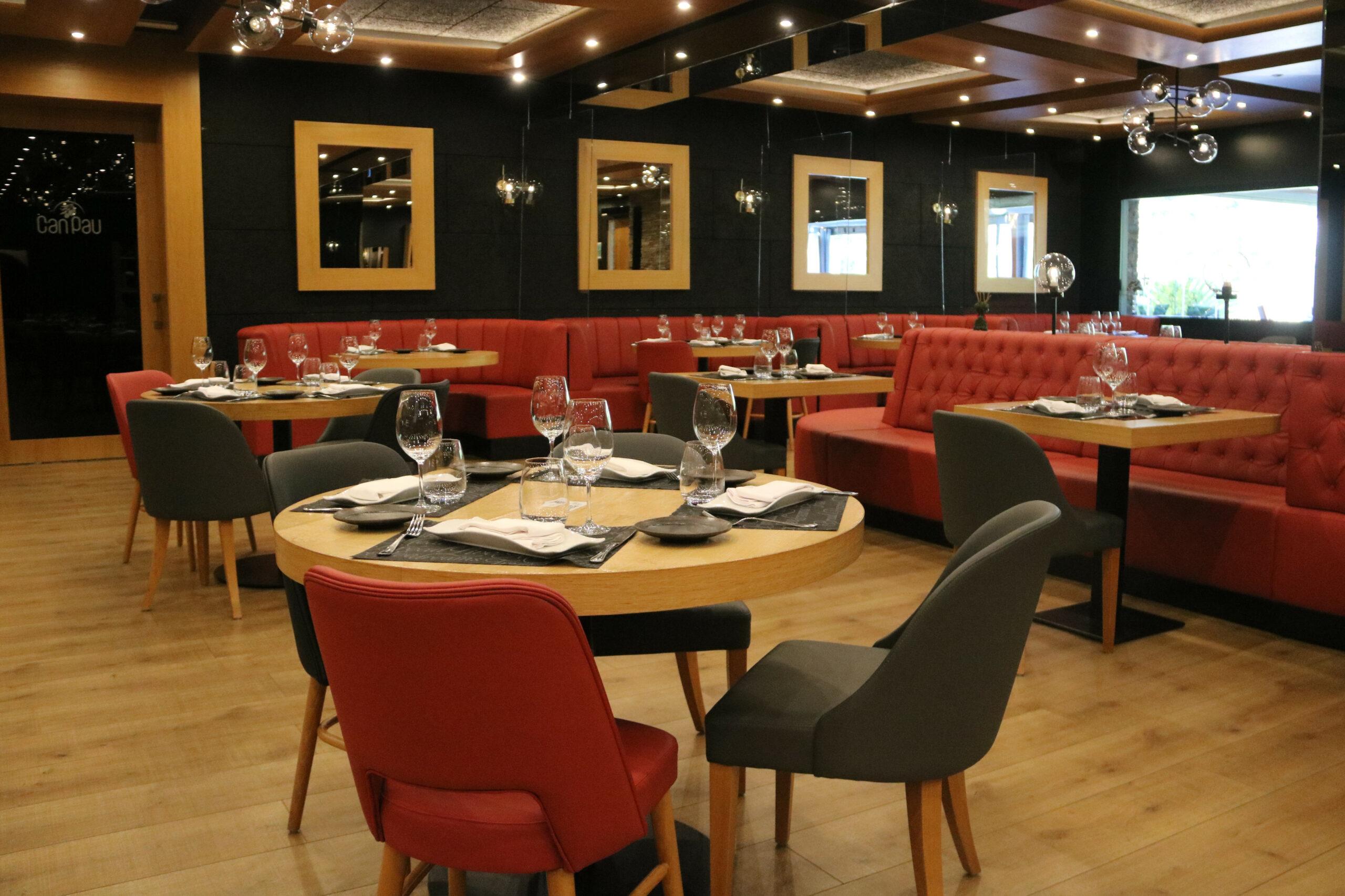 Una de les sales del restaurant Can Pau de Cantallops | ACN