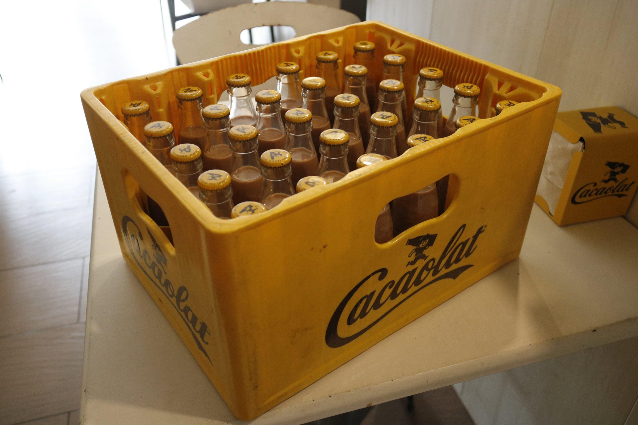 Una caixa amb ampolles de Cacaolat | ACN