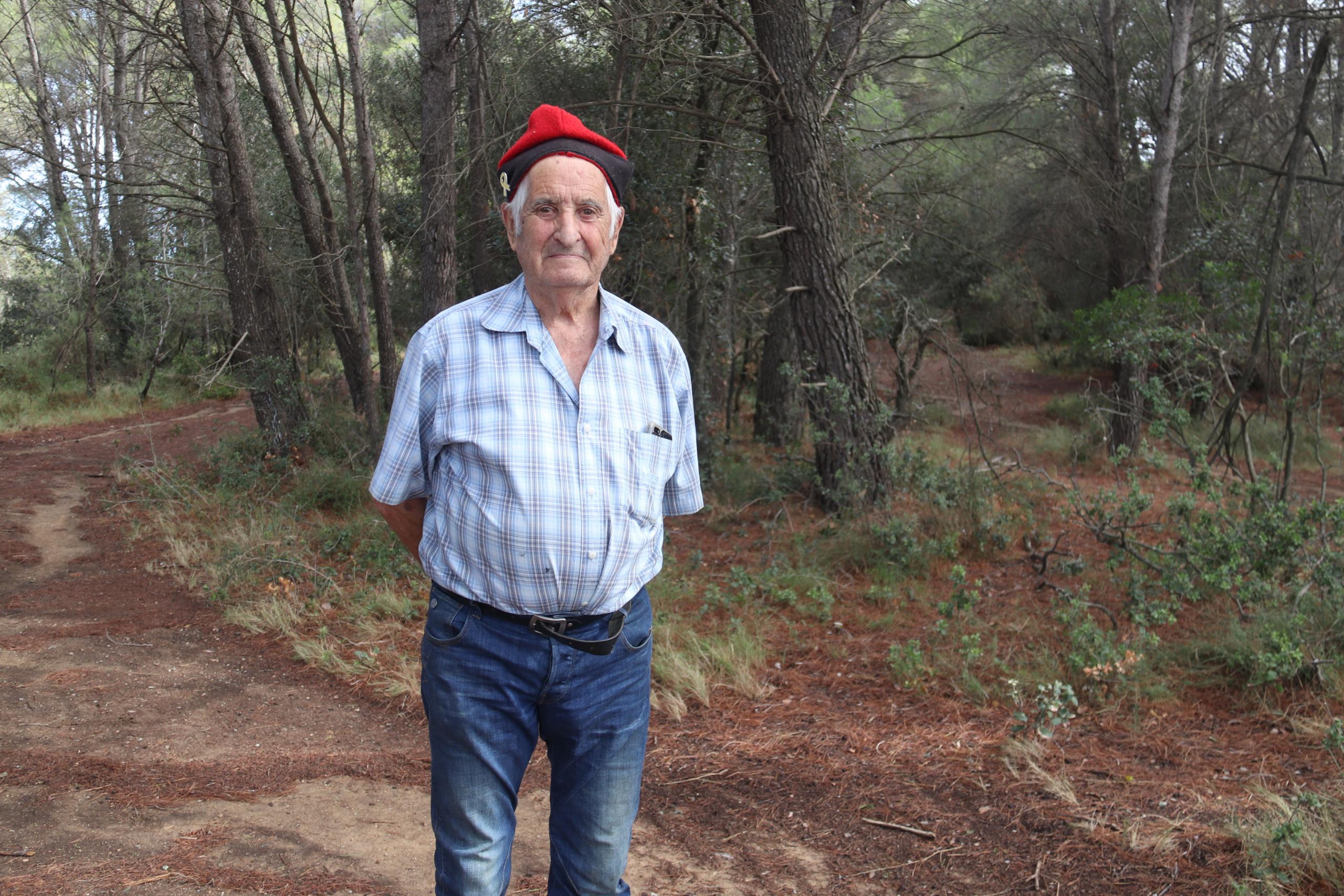 El pastor empordanès Eugeni Darnaculleta en una pineda de Verges | ACN
